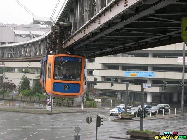 القطار المعلق