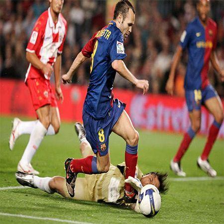 صور لاعب برشلونة انيستا