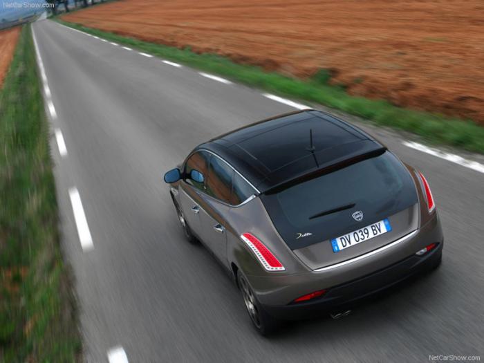 صور سيارة لانشيا دلتا دي جت Lancia Delta 1.8 Di Turbo Jet 2009