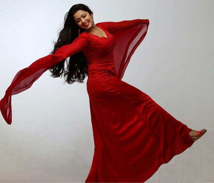 ��� ������� ����� �������� ������ - Charmi In Red Dress