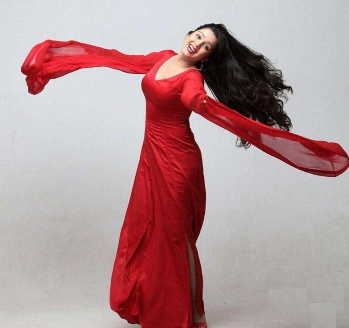 صور الهندية شارمي بالفستان الاحمر - Charmi In Red Dress