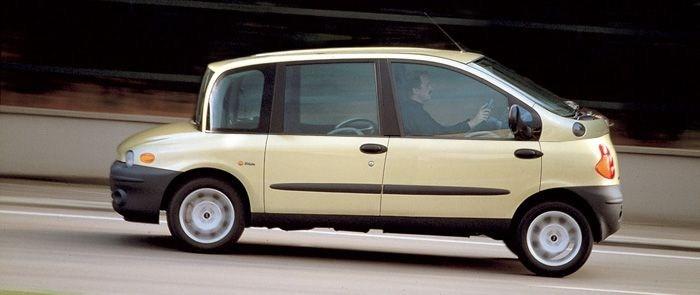 صور سيارات مقلوبة